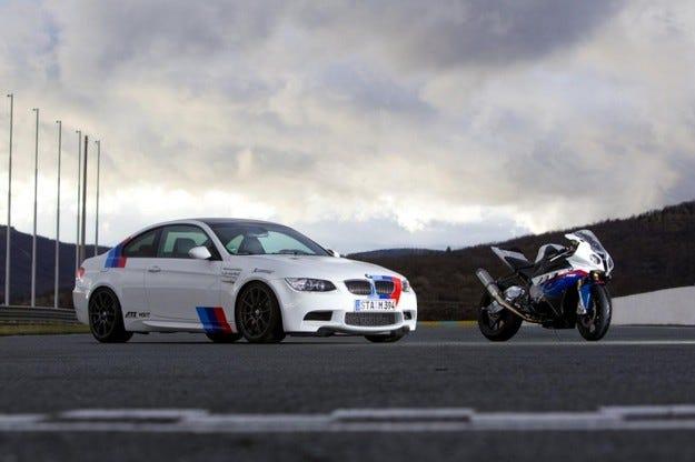 BMW M3 срещу BMW S 1000 RR Superbike