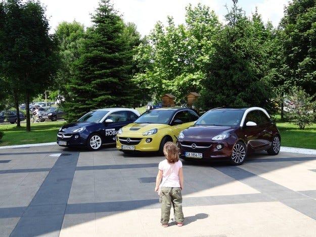 """""""Да обиколим света за един ден"""" с Opel Adam"""