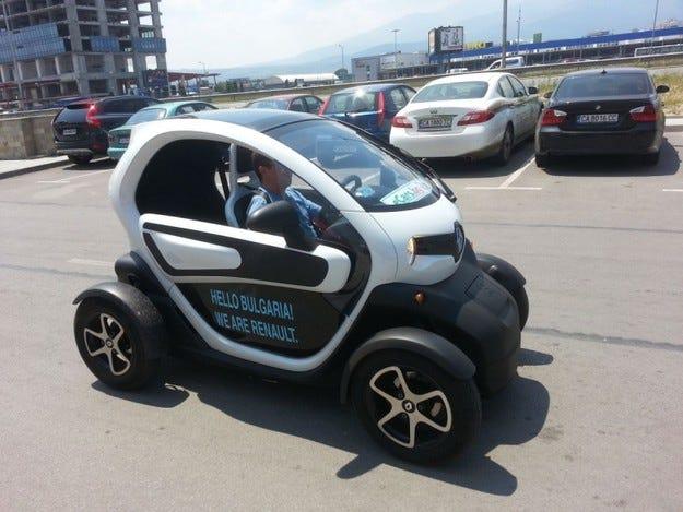 Пробно шофиране на Renault Twizy в рамките на Автосалон София 2013