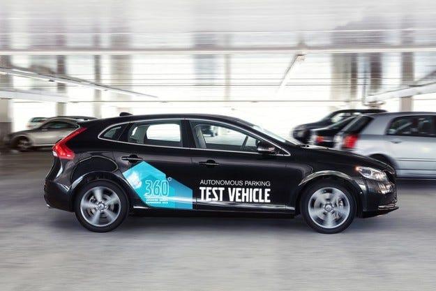 Volvo разработват технология за автономно паркиране