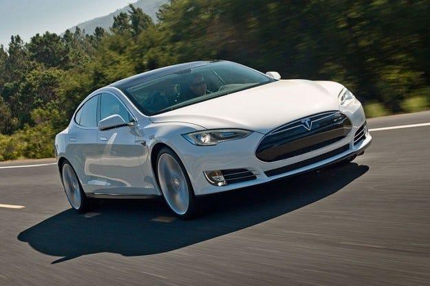 Tesla планира да прави по 200 000 електромобила годишно през 2016 г.