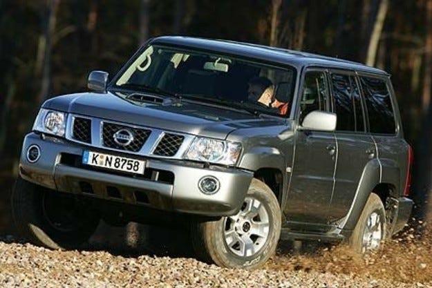 Nissan привиква 910 000 автомобила в сервизите си