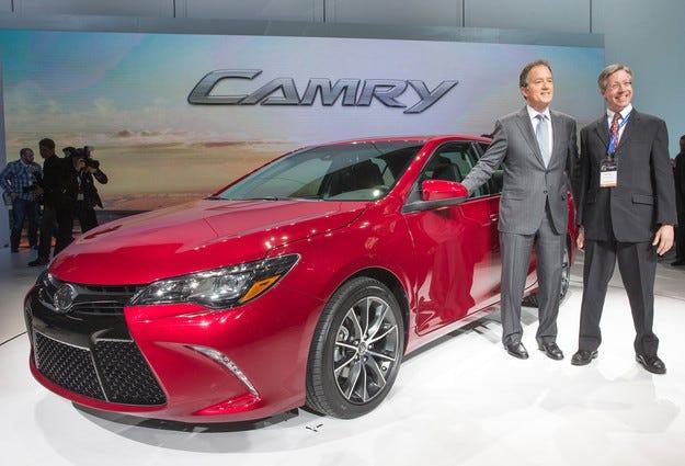 Toyota показва радикално променената Camry