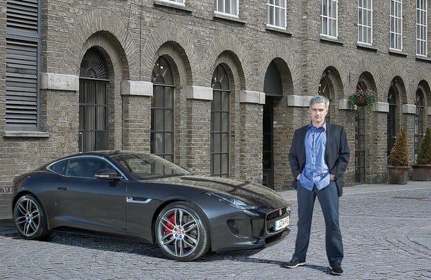 Жозе Моуриньо е горд собственик на Jaguar F-Type R Coupé