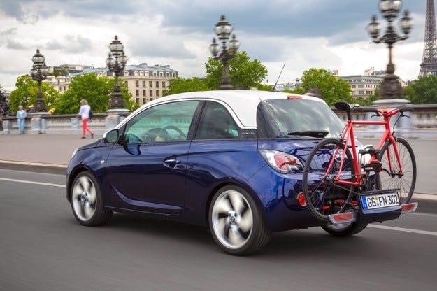 Opel FlexFix дава възможност за превоз до четири велосипеда