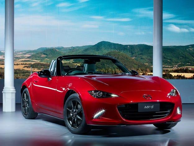 Mazda представи новото поколение на роудстъра MX-5