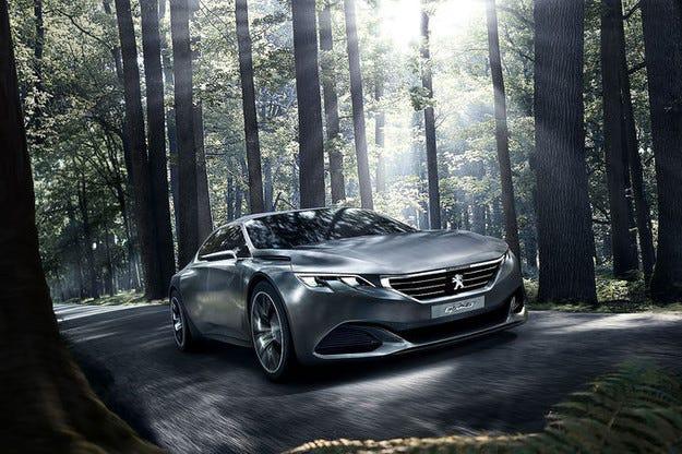Peugeot Exalt: Спортен хибрид с черни светлини