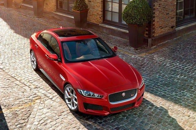 Jaguar XE атакува BMW Серия 3 и компания