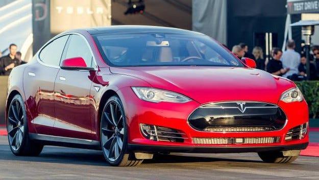 Tesla представи Model S с двойно задвижване и 700 к.с.