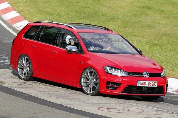 Пътни изпитания: Volkswagen Golf R става комби