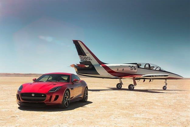 Jaguar потвърди F-Type с четири двигателни колела