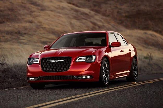 Седанът Chrysler 300 получи нов външен облик