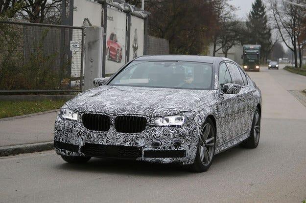 Уловен е леко маскираният прототип на BMW Серия 7