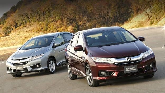 Honda Grace с хибридна система и двойно задвижване