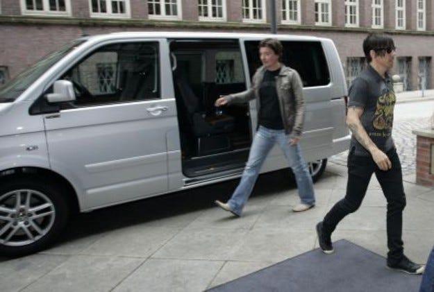 Red Hot Chili Peppers на турне с Volkswagen Multivan