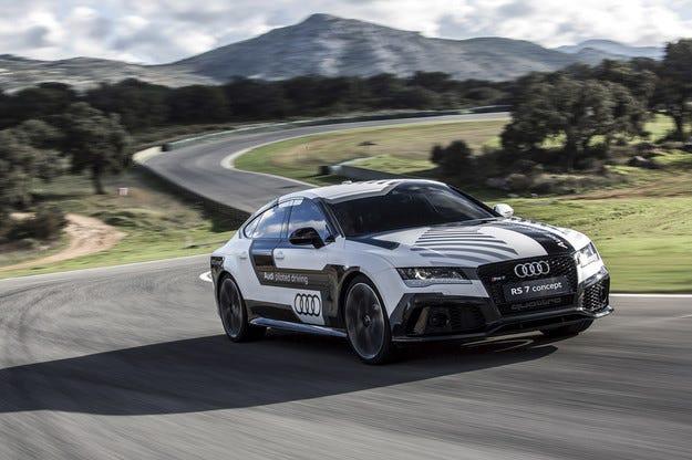 Тестват най-бързия безпилотен Audi RS7 на пистата