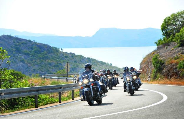 Керванът Harley-Davidson се отправя към Андалусия