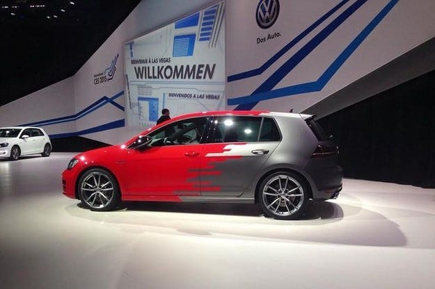 VW Golf R Touch: Така изглежда кокпитът на бъдещето