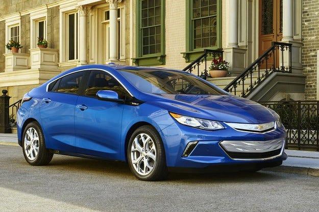 Chevrolet представи новото поколение на електромобила Volt