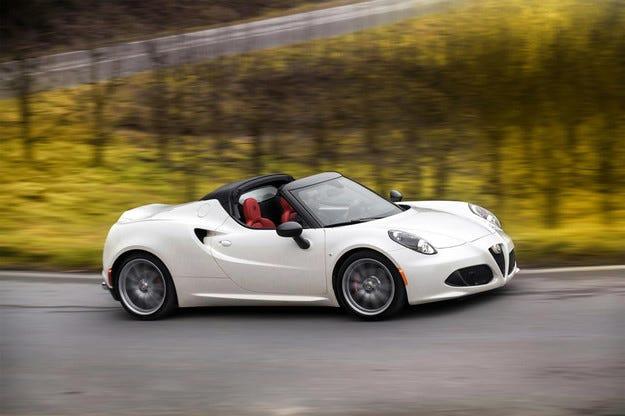 Представиха серийната версия Alfa Romeo 4C Spider