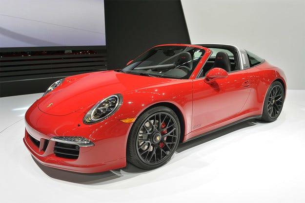 В Porsche 911 Targa е монтиран мотор с 430 конски сили