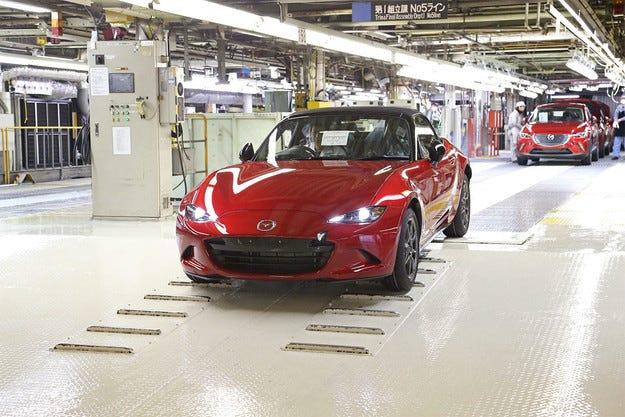 Mazda започна серийното производство на новия MX-5