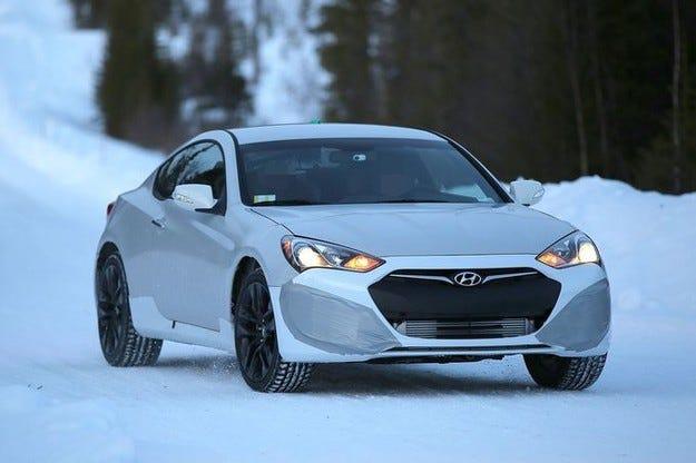 Hyundai Genesis Coupé (2016) стъпва с петлитров V8