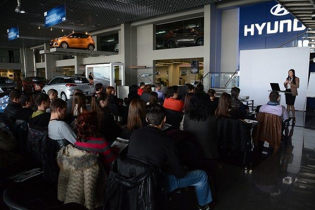Подпомагат автомобилните инженери и състезатели на бъдещето