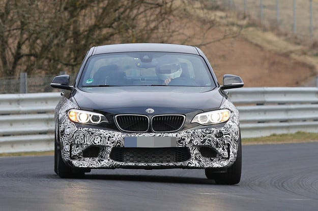 BMW M2 ще се задвижва от шестцилиндров мотор с 380 к. с.
