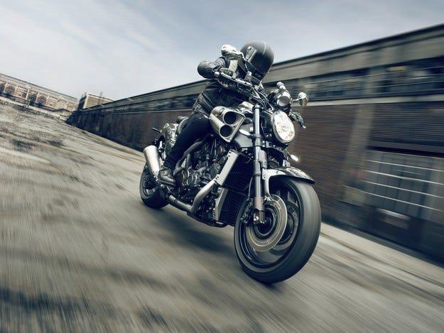 Yamaha представя специална серия VMAX Carbon