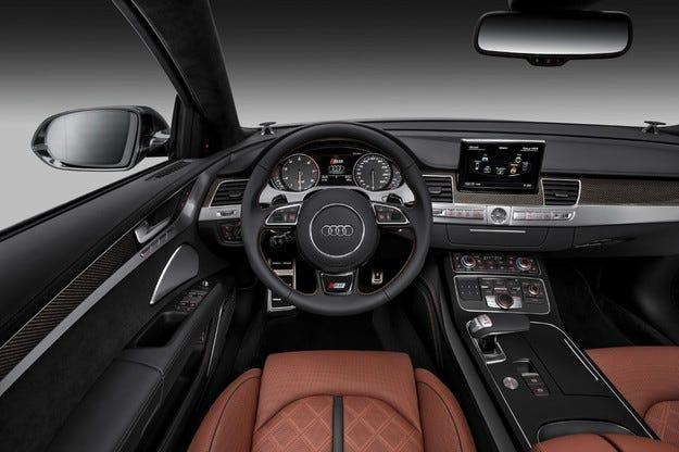 Изтекоха първи снимки на интериора на новия Audi A4