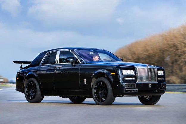 Rolls-Royce изпрати на пътни тестове първия си кросоувър
