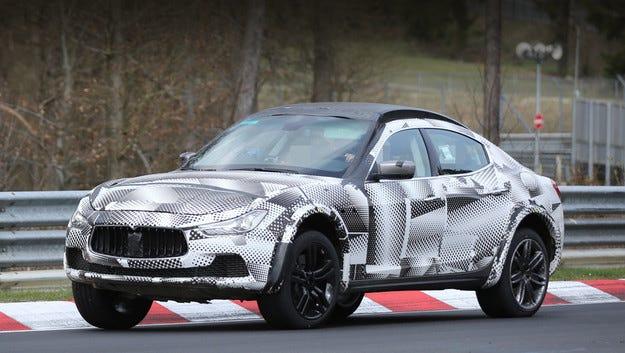 Кросоувърът Maserati Levante е на тестове на Нюрбургринг