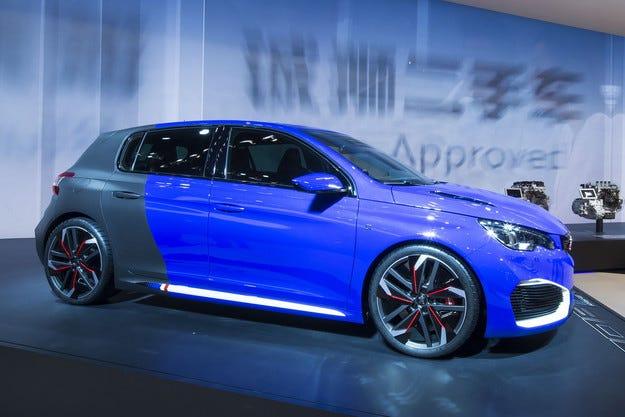 Представиха хибриден Peugeot 308 с 500 конски сили