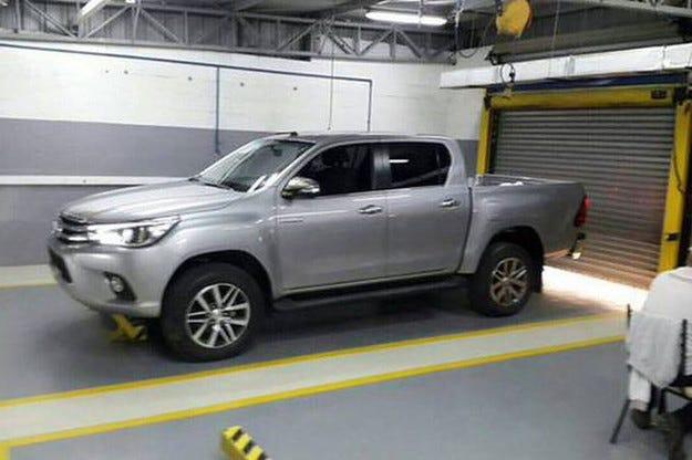 Обновеният Toyota Hilux: Това е следващият Hilux