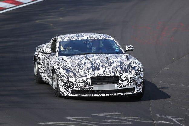 Aston Martin DB11: Новото издание идва също с битурбо