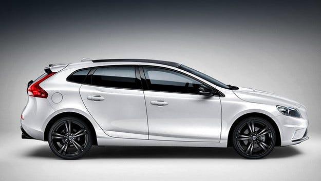 Хечбекът Volvo V40 получи специална версия Carbon
