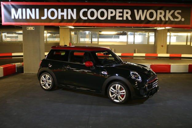 Впечатляващ дебют на новото MINI John Cooper Works