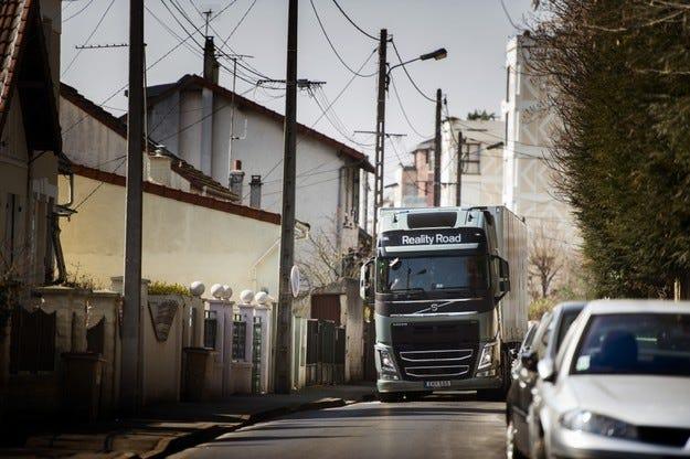 Volvo Trucks следи камионите до минута и в реално време