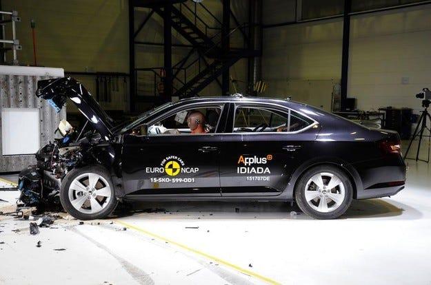 Skoda Superb заслужи пет звезди от тестовете на Euro NCAP