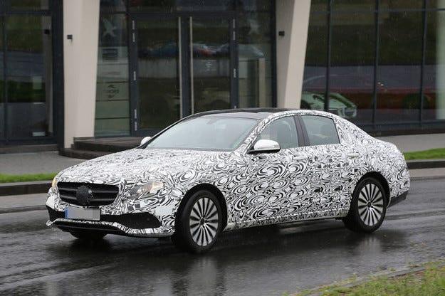 Новият Mercedes-Benz E-класа леко разбулва лице