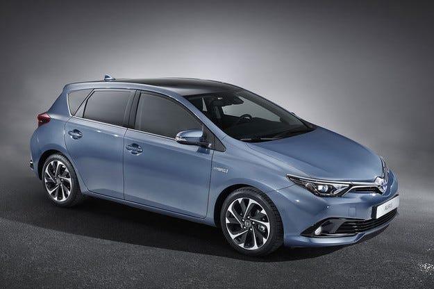 Новият Toyota Auris получава освежен интериорен дизайн