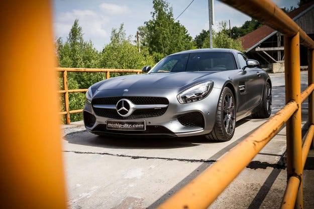 Добавиха мощност на спортния Mercedes AMG GT