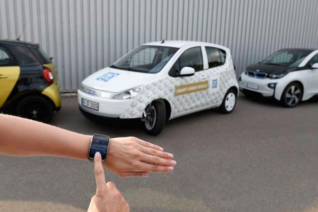 Компанията ZF паркира електромобил с часовник
