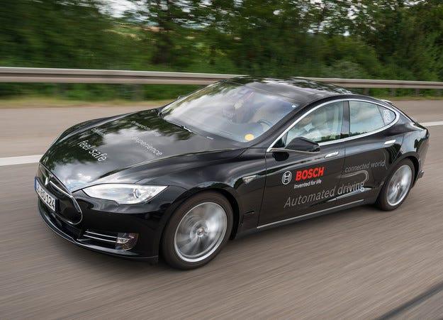 Електромобили близнаци Tesla в автопарка на Bosch