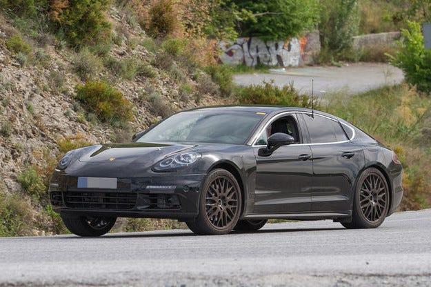 Porsche Panamera/Hybrid: Първи снимки на лайнера