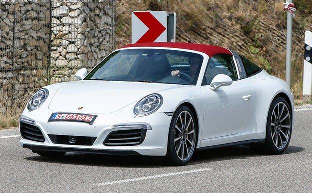 Обновеният Porsche 911 Targa е засечен без камуфлаж