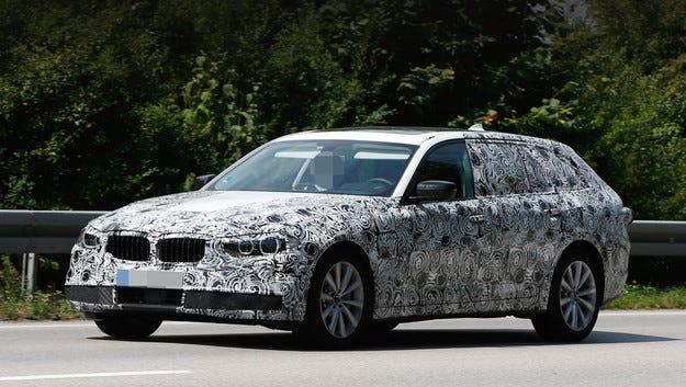 Новото комби BMW Серия 5 Touring тръгна на тестове