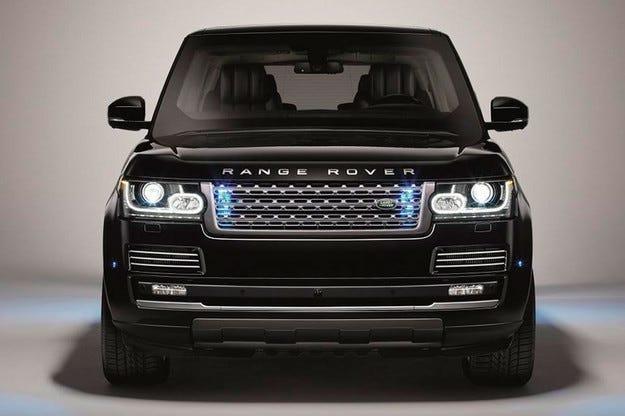 Land Rover направи първия си брониран всъдеход
