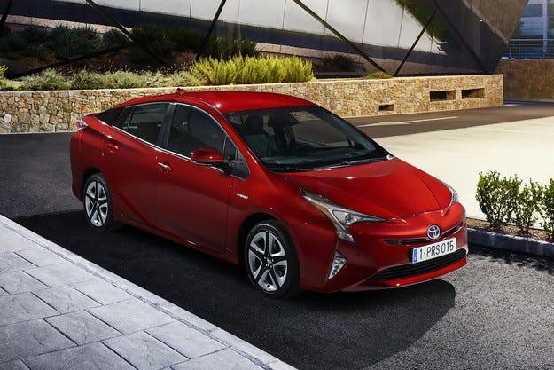 Новият Toyota Prius IV: По-малко емисии, повече емоции